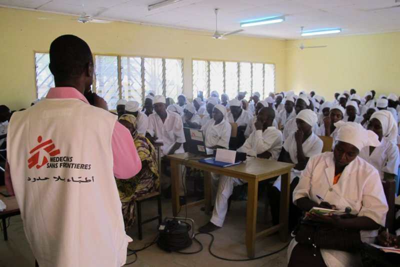 Training on obstetrical fistula given to health students by a Doctors Without Borders field coordinator.